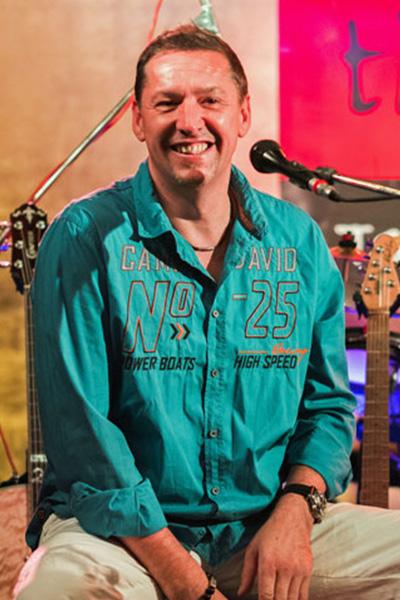 Ingo Sibert mit der Eventband time4music auf der Bühne