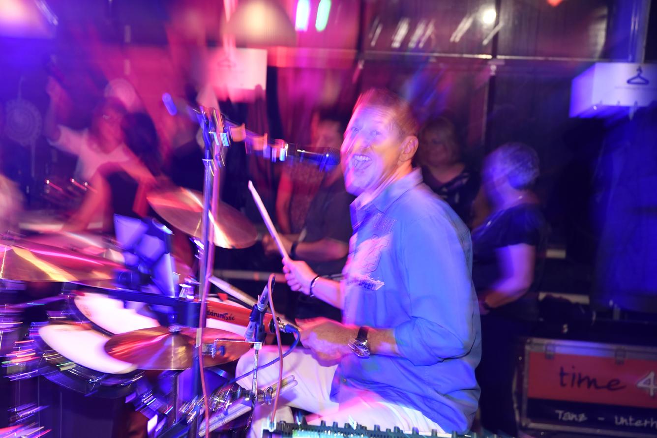 Tanzband time4music: Ingo Sibert am Schlagzeug